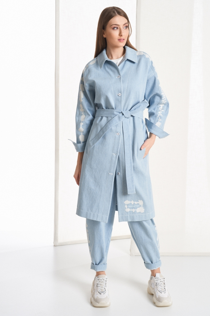 плащ 1033 / блузка 2103 / брюки 4040
